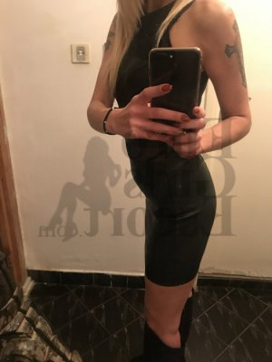 Leontine escort girl in Libertyville