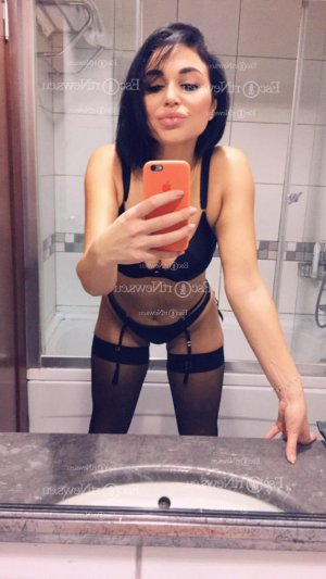 Maria-josé escort girls in Brownsville