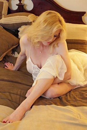 Carmelita escort girl in Corning